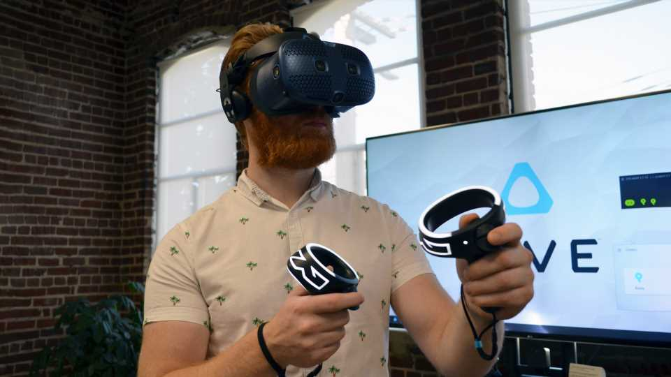 Hands-on: Vive Cosmos Aims to Reboot the Vive Experience – Road to VR
