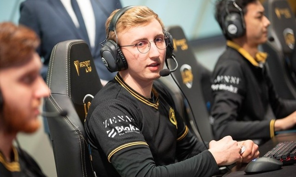 Goldenglue retires from pro playing and signs with 100T Academy as Head Coach