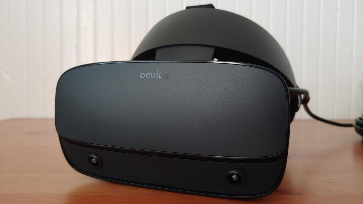 Immerse yourself in virtual worlds with the Oculus Rift S for $100 off