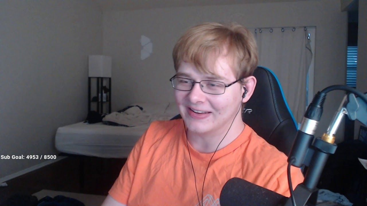 Minecraft Streamer CallmeCarson accused of grooming underage women