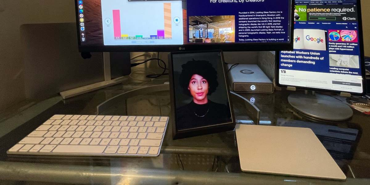Hands-on: Looking Glass Portrait is a window into the holographic data era